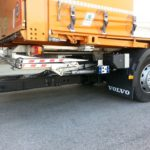 Retractable tail lift for vehicles with drawbar couplings altimani-lift